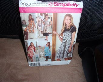 Simplicity 2932 Aprons 5 Designs  Size 6 to 12 or 14 to 20  New - Uncut