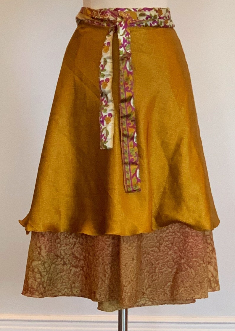 Green and Purple Accents Bollywood skirt Short Casual Free Style 1990s Gold Boho Wrap Skirt 28 Waist Layered