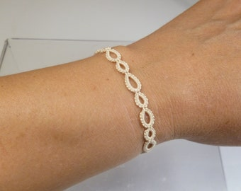 Fine small Tatted Lace jewelry Bracelet -Graduated Halo in off white for casual wear weddings minimalist simple style