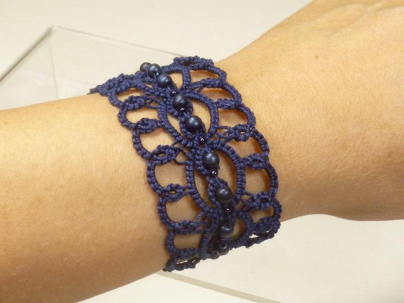 Shuttle Tatting jewelry Bracelet with glass beads Elegant image 0