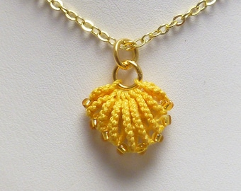 Tatted jewelry simple shell pendant Tatting - The golden Shell with gold glass beads