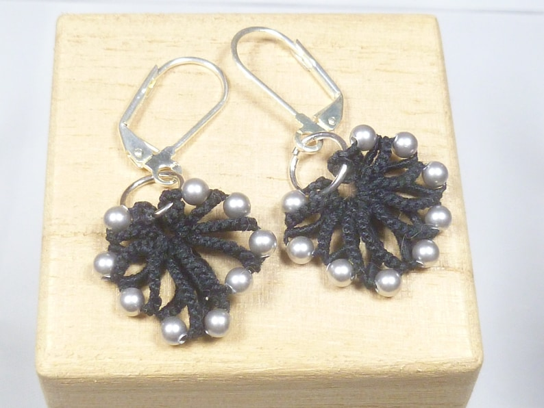 Tatted jewelry simple shell earrings Tatting  The black image 1