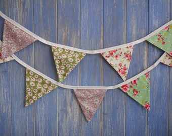 Small Classic Bunting.  Shabby Chic Bunting // Cotton Bunting // Floral Bunting // Wedding Decor // Party Bunting // Handmade Bunting.