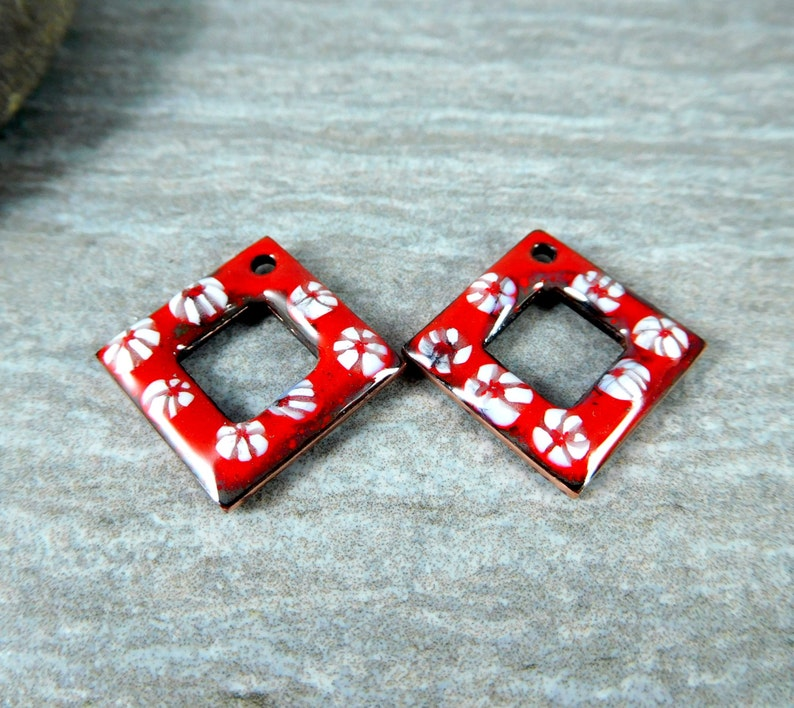 Diamond Shaped Torch Fired Red White Floral Enamel Square Earring Charm Pair 17.5 mm Square Enameled Copper Jewelry Components Rustic