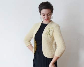 50s/60s Cream Cardigan with Embroidered Flowers - S/M