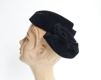 1940s Black Velvet Hat with Bows