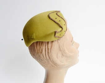 1940s/1950s Chartreuse Beaded Crescent Hat