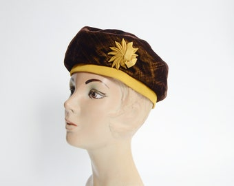 1960s Brown Velvet Beret Hat