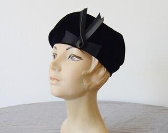 Eva Mae 1960s Velvet Beret Hat