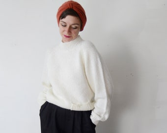 1980s Slouchy White Sweater - M
