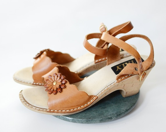 1980s Leather Flower Sandals - 9
