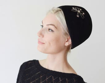 1960s/1970s Black Velvet Flower Pot Hat