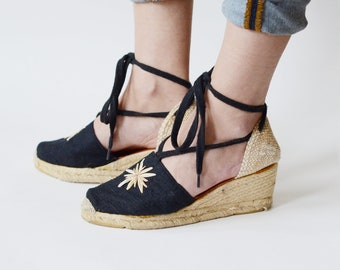 Andre Assous Black and Tan Wedges - 6.5