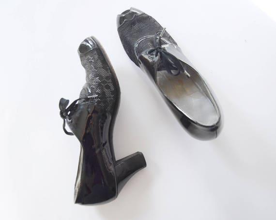 1940s Black Peep Toe Lace and Patent Heels - US8AAA
