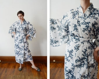1970s Cotton Blue and White Kimono Robe - S/M