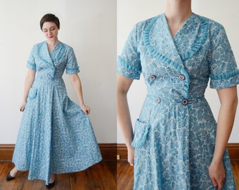 1950s Housecoat / Floral Robe - S/M