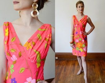 1960s / early 1970s Hot Pink Hawaiian Mini Dress with Train - S