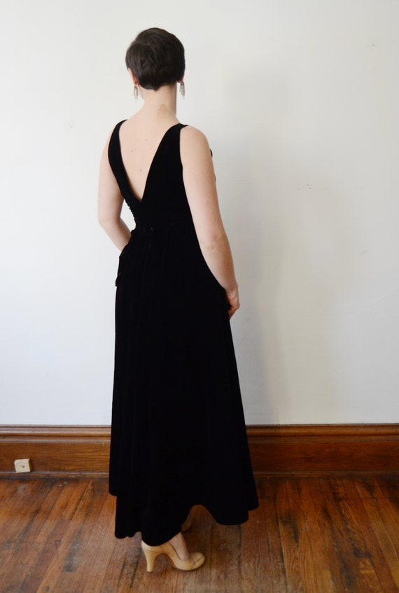 1930s Black Velvet Gown with Pink Silk Flowers - S - image 3