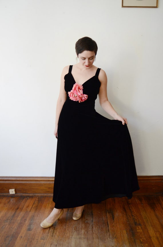1930s Black Velvet Gown with Pink Silk Flowers - S - image 4