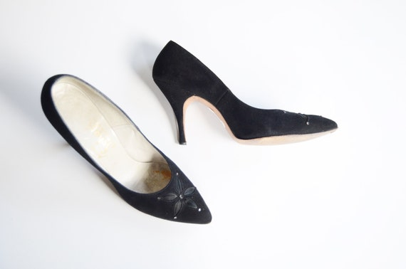 1950s Black Suede Pumps with Satin Flower 7.5 Narrow