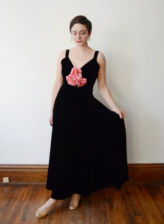 1930s Black Velvet Gown with Pink Silk Flowers - S - image 5