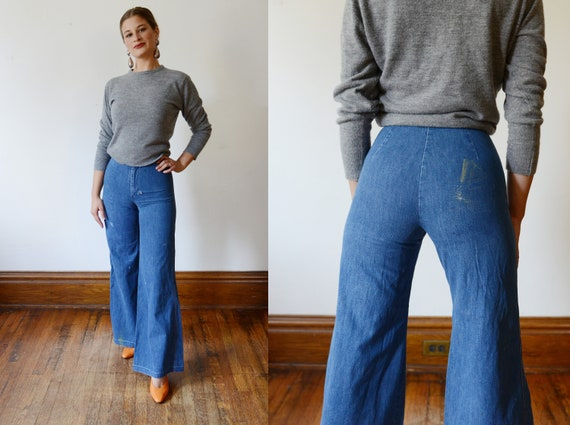 Distressed 1970s High Waisted Flare Jeans - XXS