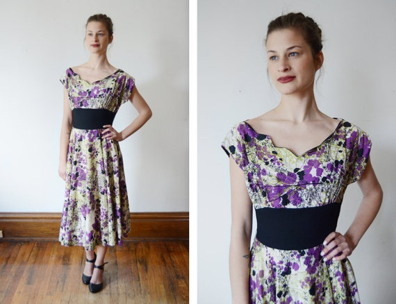 1950s Floral Dress with Scalloped Neckline - XS