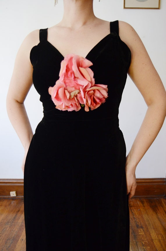 1930s Black Velvet Gown with Pink Silk Flowers - S - image 2