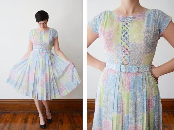 1950s Pastel Floral Dress with Lattice Bodice - M
