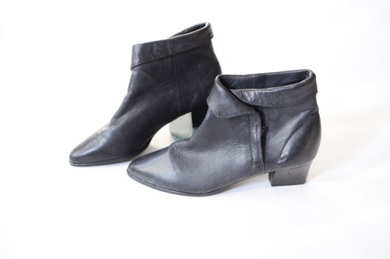 1980s Black Leather Ankle Boots - 8