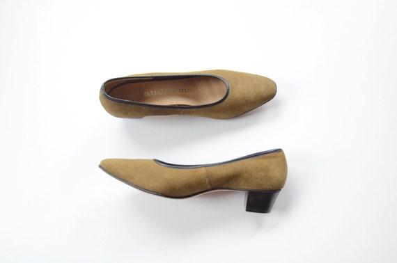 Olive Suede 1960s Low Heels 6.5 Narrow