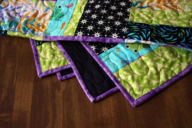 Childs quilt / / lit bébé moderne quilt / / rail couette avec des grenouilles / / prêt à être expédier