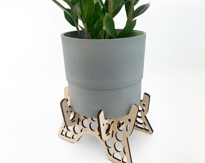 """BUNCO wooden plant stand, ornate plant holder, for 5-6"""" pot, indoor plant stand, plant riser, wood plant stand, house plant, circle motif"""