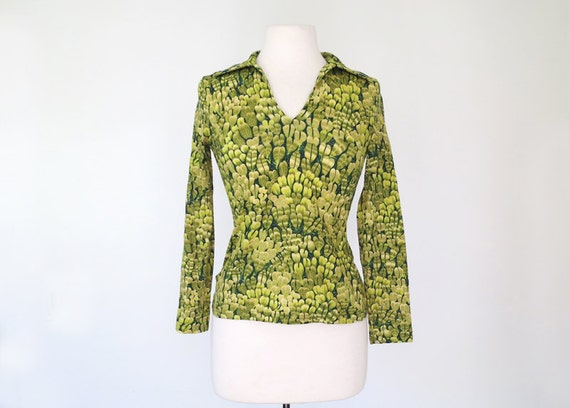 1970s green feather print psychedelic fitted top