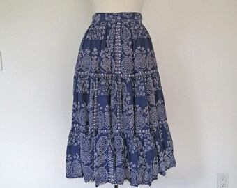BOHEMIAN // blue with white pattern 1970s mid length skirt S / M