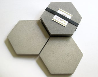 4 CONCRETE Gray HEXAGON COASTERS & Soapstone Chalk, Modern Coasters—Wedding Registry, Housewarming Host Gift—Dessous-de-verre/Posavasos Gris