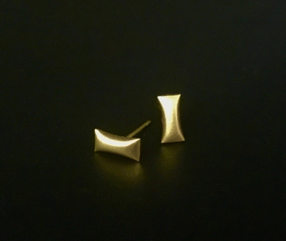 "14K YG ""Pillow"" Stud Earring"
