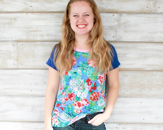Clothing Gift, Floral Tshirt, Christmas Gift Idea, Boho Clothing, Jersey Shirt, Gift For Women, Floral Fabric, Unique Gifts, Tops Tees