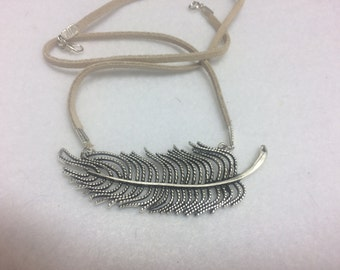 Leather corded feather necklace AAA4