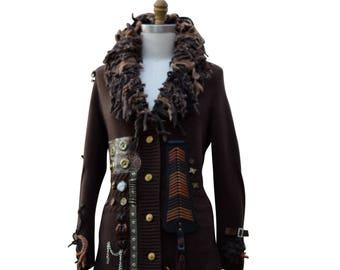 Pull steampunk COAT, boho vêtements militaires, OOAK art festival à porter, en lambeaux patchwork grunge long manteau. Plus la taille. Prêt à expédier