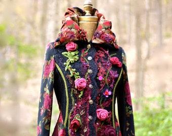 Manteau sur mesure pour Sue. Pull fantaisie floraux manteau, boho mode folklorique colorée, agrémentée d'artisan U.S. fait manteau, déesse Festival ecocouture