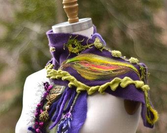 Cachemire violet vert foulard Wrap, patchwork embelli foulard Wrap, Refashioned boho woodland éco-couture accessoire, wrap coloré de fée