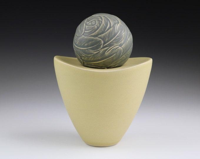 Nest (2-Part Pedestal Sphere)