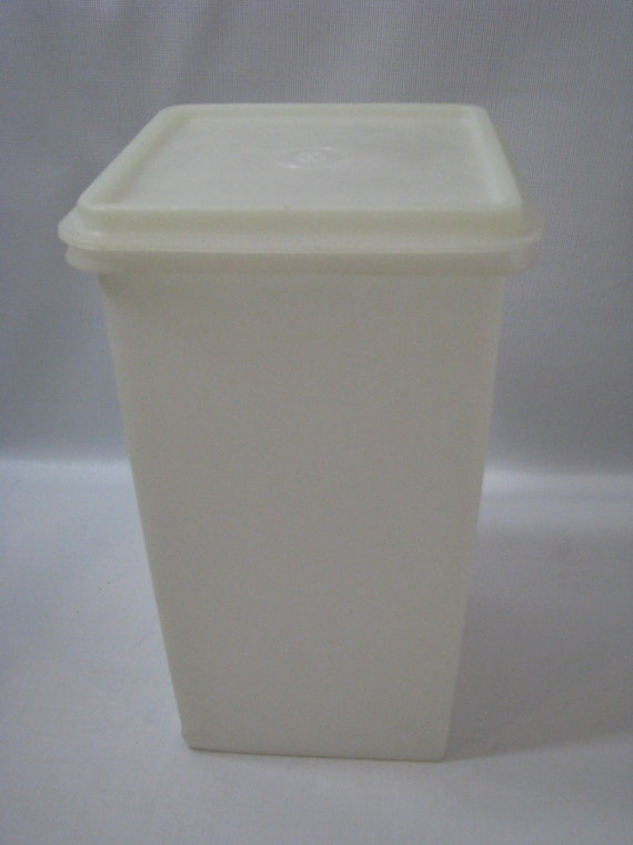 Vintage Tupperware Saltine Cracker Keeper Canister Container