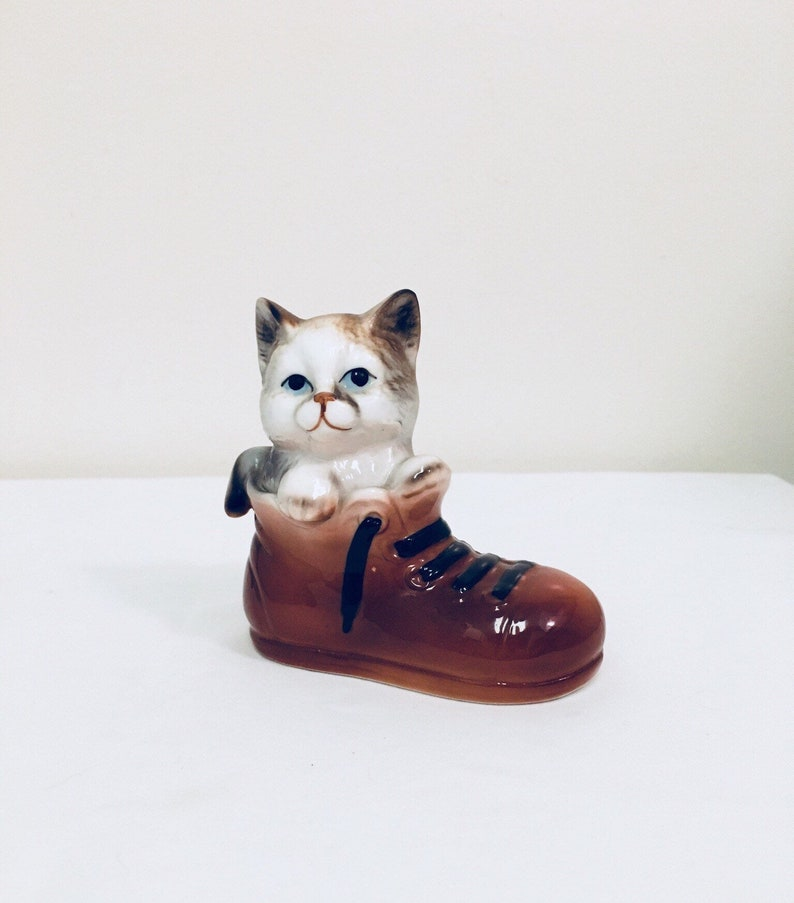 2161dd9d02 Vintage Cat in a Shoe Figurine from Enesco Cat Lover Gift