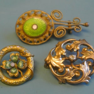 Old antique SWEDISH early 1900s handmade oval brass brooch with leafe frame and faux glass mop beads