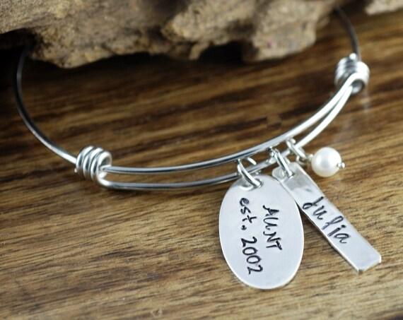 Aunt Bracelet, Auntie Charm Bracelet, Personalized Bangle Bracelet, Name Bracelet, Gift for Auntie, Gift From Niece, Best Aunt Ever