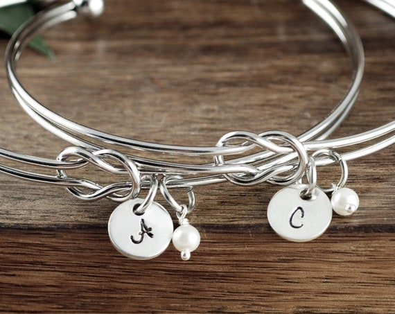 Personalized Bridesmaid Gift, Bridesmaid Gift Set, Love Knot Bracelet, Bridesmaid Bracelet, Engraved Bangle Bracelet, Tie the Knot Bracelet