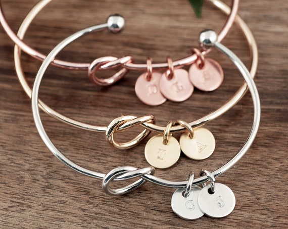 Initial Bracelet for Mom, Initial Charm Bracelets for Women, Round Letter Disc, Personalized Jewelry Gift, Mother Bracelet 1 2 3 4 Kids