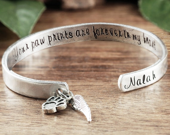Personalized Pet Memorial Bracelet, Forever in my Heart, Paw Prints in my Heart, Memorial Gift, Sympathy Jewelry, Loss of Pet, Dog Mom Gift